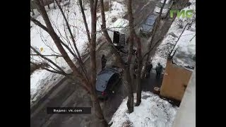 На ул. Черемшанской 160 из -под метрового слоя снега, коммунальщики откопали тело женщины