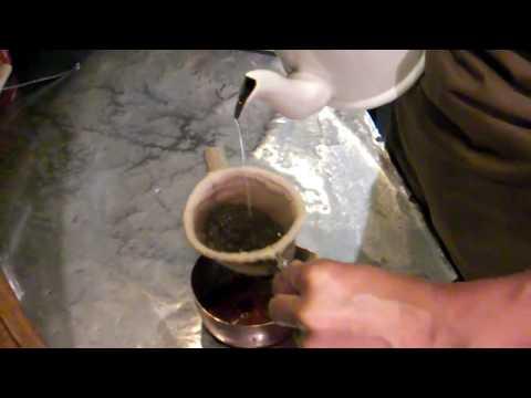 カフェ・ド・ランブル オールドコーヒーの抽出風景