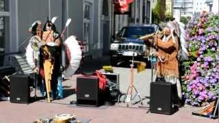 Индейцы играют душевную музыку. WHY.город Пярну- Эстония