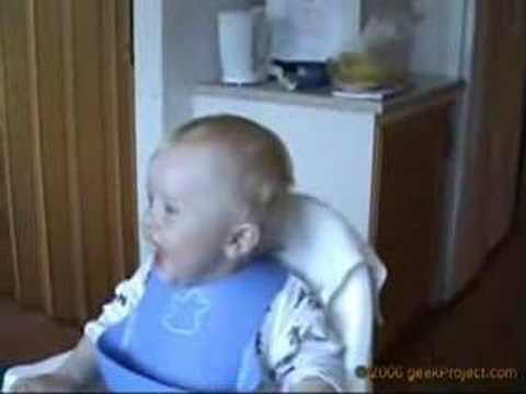 ضحكة طفل سويدي رهيبة