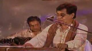 Yeh Daulat Bhi Le Lo-Jagjit Singh-Live concert - YouTube