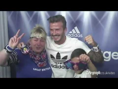 David Beckham surprises fans in photo booth at Westfield Stratford City (видео)