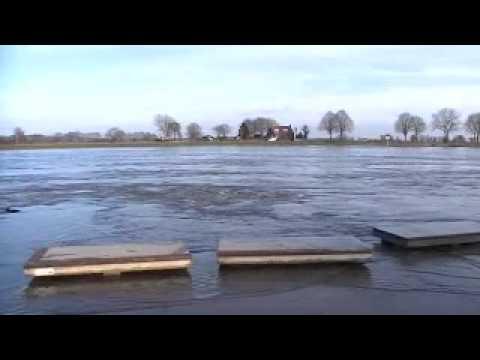Hoogwater van de Maas in Cuijk