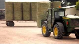 Hay moving aussie style - john deere - telehandler - farming