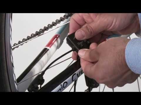 Wie man Trittfrequenz- und Geschwindigkeitssensor am Fahrrad montiert (How to - Cadence - German)