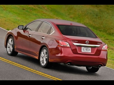 2015 Nissan Altima Start Up and Review 2.5 L 4-Cylinder