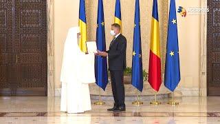 """Patriarhul Daniel - decorat de preşedintele Iohannis cu Ordinul Naţional """"Steaua României"""" în grad de Colan"""