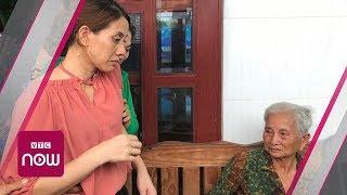 Mẹ già ngất xỉu khi gặp con gái sau 22 năm