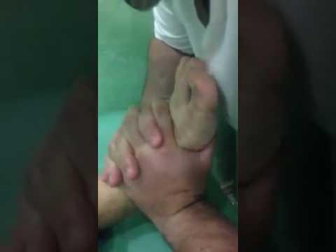 Esercizio sdraiato alla colonna vertebrale toracica