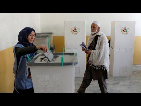 العرب اليوم - شاهد:بدء الانتخابات البرلمانية الأفغانية وسط تشديدات أمنية