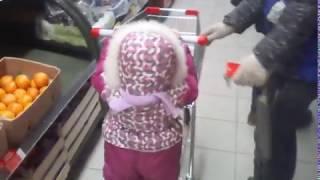 Прогулка по Магниту! Дочь закупает продукты!