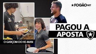 Garçom! Matheus Nascimento perde aposta e serve jantar de Rafael Moura no Botafogo