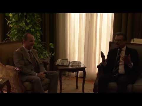 وزير التجارة والصناعة يبحث مع سفير سنغافورة بالقاهرة تشجيع اقامة شراكات بين القطاع الخاص فى البلدين