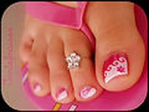 Foukortsin le microorganisme végétal entre les doigts des pieds