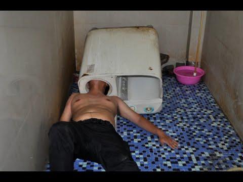Kopf in der Waschmaschine