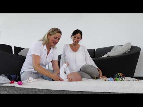 Tipps & Übungen für Babys in der Bauchlage
