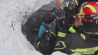 Encontrados mais sobreviventes da avalanche em Itália