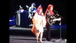 Judds - Born To Be Blue / Mandalay Bay in Las Vegas (Dec 18, 2010)