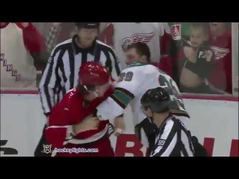 Ryane Clowe vs Justin Abdelkader