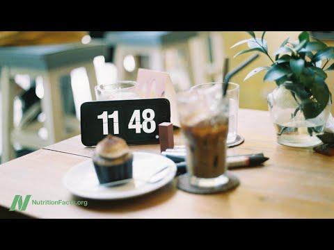 היתרונות בריאותיים של שעות אכילה מסודרת בתחילת היום
