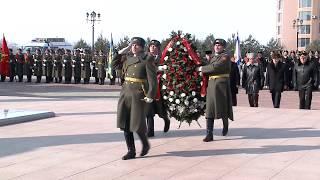 В Хабаровске возложили венок и цветы к Вечному огню