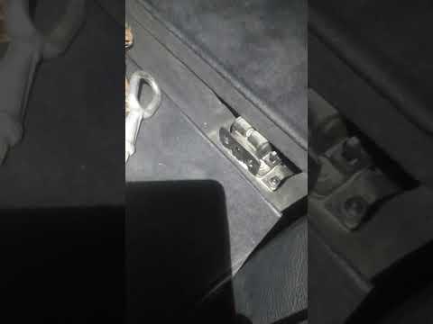 БМВ Х5 2004г как открыть заднюю дверь багажника