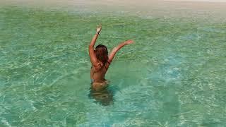 БИКИНИ ПЛЯЖ на Мальдивах. Пляж с лежачими Пальмами на острове ТОДДУ