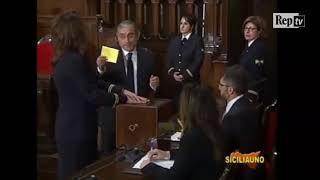 Palermo, il deputato Bulla mostra il suo voto segreto: bagarre in aula