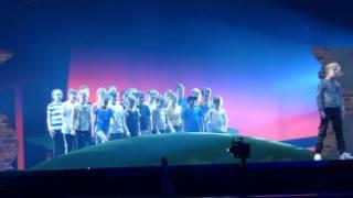 "Måns Zelmerlöw ""Heroes"" @ Eurovision 2016 dress rehearsal (Semi-Final 1) | wiwibloggs"