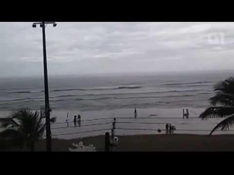 Vídeo registra momento exato em que turista é ferida por raio em praia de SP