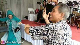 Tukang kendang yang jail orang tua pun di kerjai || live show @ cisalak sumedang