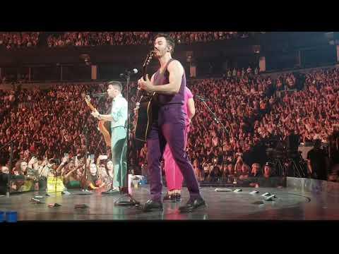 The Jonas Brothers - goodnight and goodbye - happiness begins tour -Toronto night 2