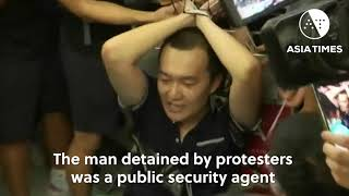 HK police storm airport as mob holds 'suspects'