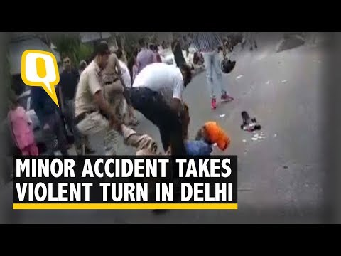 Auto Driver With Sword 'Attacks' Cops in Delhi, Gets Lathicharged | The Quint