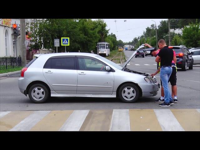Автомобиль чуть не снёс пешеходов
