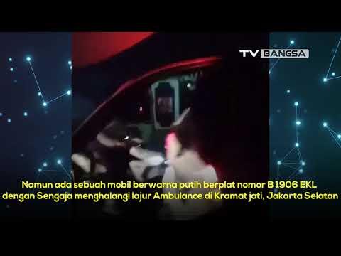 Mobil di Jakarta Timur Halangi Ambulans Saat Bawa Pasien
