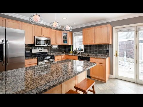 Sunday open house – A beautifully-updated Wrigleyville townhome