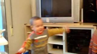 Victor bailando. El Tony Manero que andábamos buscando