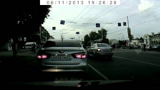 Пешеход успел увернуться