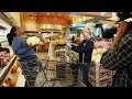 Download Video Ellen & Oprah Take Over a Grocery Store Part 1