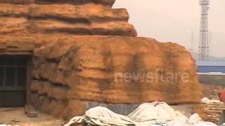 preview picture of video 'Full-Size Egyptian Sphinx Appears in China'