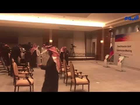 تحضيرات انطلاق المؤتمر الصحفي بين وزير الطاقة ونائب الرئيس الروسي