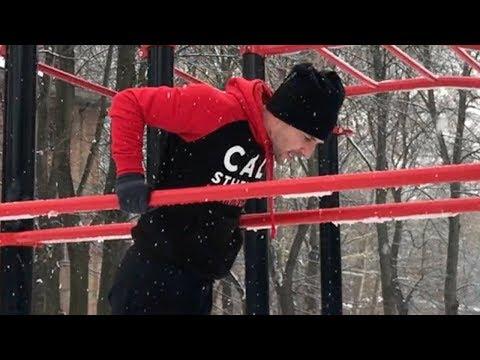 Esercizi di reparto di petto di una spina dorsale di esercizio di video Vladimir di un bugrimov