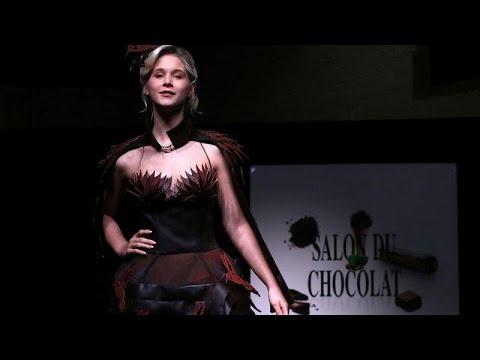 العرب اليوم - شاهد : أثواب من الحلوى لعشاق الأزياء والشوكولاتة في بلجيكا