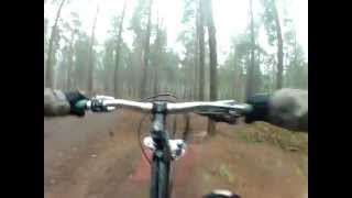 preview picture of video 'Messing About On Table Top Line at Chicksands Bike Park !!'