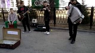 "Ребята сыграли цоя на скрипке, гитаре, аккордеоне и ""барабане"""
