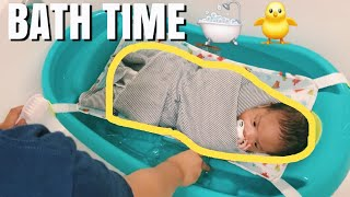 HOW I BATHE MY NEWBORN BABY! *ONE MONTH OLD*