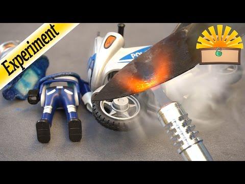 EXPERIMENT! PLAYMOBIL POLIZEI MOTORRAD vs. 1000 Grad heißes MESSER Film deutsch