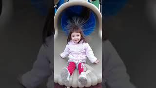 videos de risa chica en el topogan