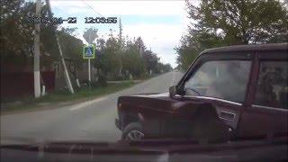 Смотреть онлайн Водитель жигулей уехал с места ДТП